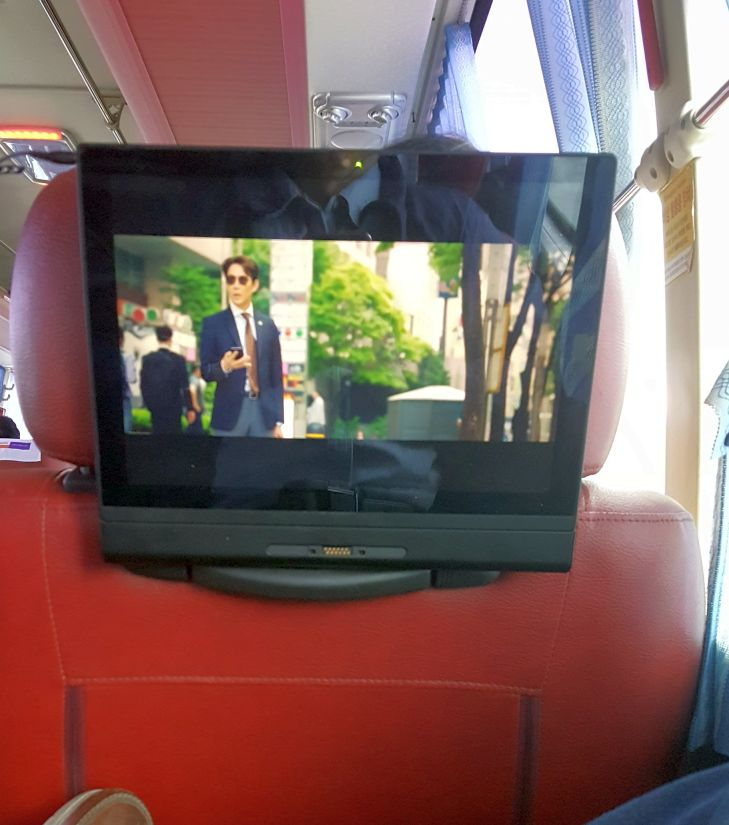 bus-tv-r.jpg